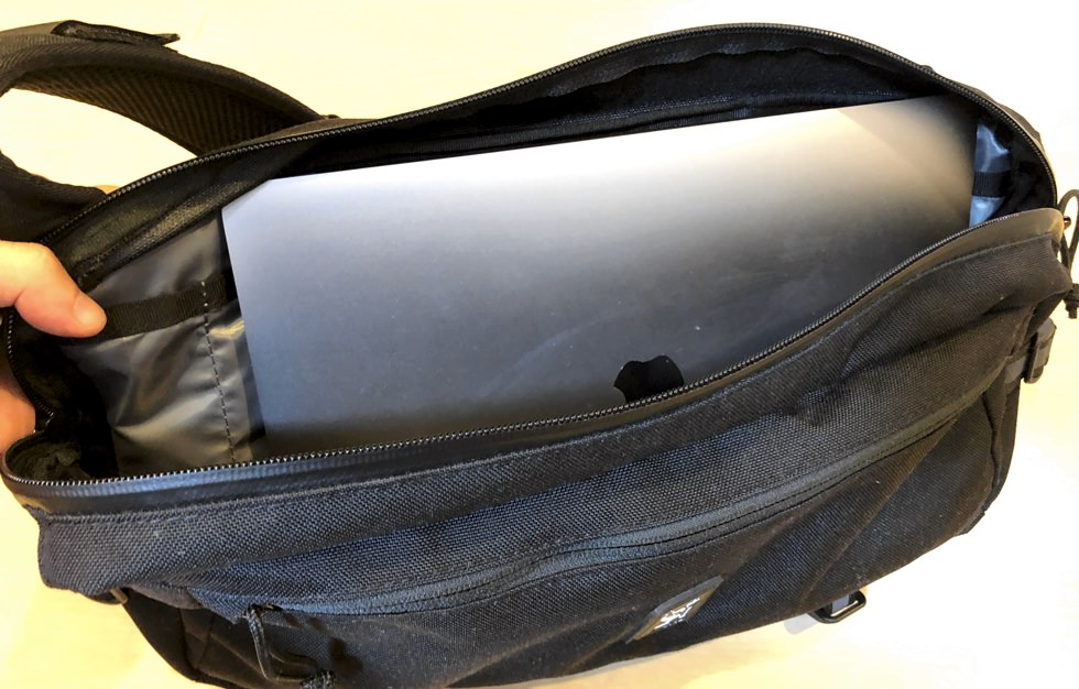 カデットにMacBook13インチを入れたイメージ画像